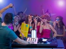Flickor som firar och har gyckel på ett parti Royaltyfri Fotografi