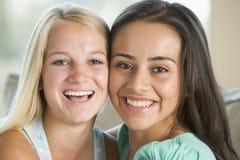 flickor som ler tonårs- två Arkivbilder