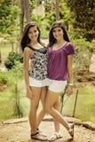flickor som poserar två Royaltyfria Foton
