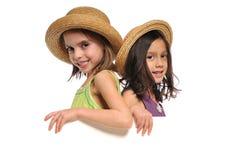flickor som rymmer little tecken två Royaltyfri Bild