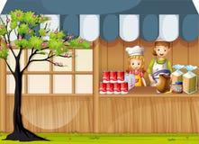 Flickor som säljer mat i foodstand Royaltyfri Foto