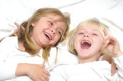 flickor som skrattar två Royaltyfri Foto