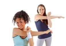 flickor som sträcker två royaltyfri bild