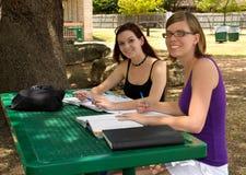 flickor som studerar tonårs- två Royaltyfria Bilder