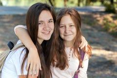 flickor tonårs- två Royaltyfria Bilder