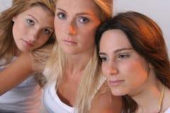 flickor tre Arkivfoton