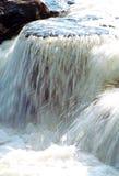 Fließendes Wasser Lizenzfreie Stockfotos