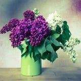 Flieder im Vase Lizenzfreie Stockfotos