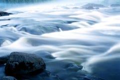 Fließendes Wasser. Stockfoto