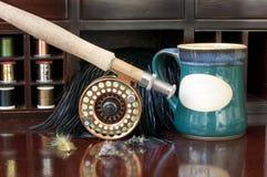 Fliege Rod und Kaffee Lizenzfreies Stockfoto