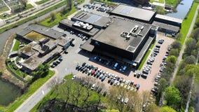 Fliegen über dem Arenaboden Kalverdijkje in Leeuwarden Holland stock video footage