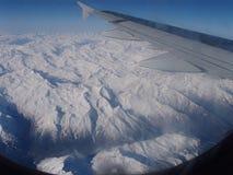 Fliegen über die Alpen Lizenzfreies Stockbild