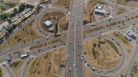 Fliegen über die komplexe Straßenkreuzung UltraHD 4k stock video
