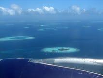 Fliegen über die Maldives Stockbild