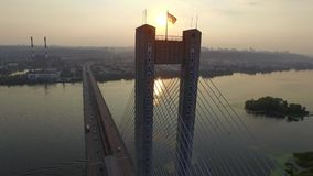 Fliegen über die Südbrücke in Kiew ukraine stock video footage
