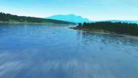 Fliegen über einen Fluss stock video
