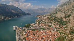 Fliegen über Kotor in Montenegro Stockbild