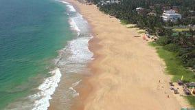 Fliegen auf ein Brummen über dem Ozean stock video footage