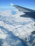 Fliegen über die Alpen Lizenzfreie Stockfotografie