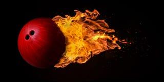 Fliegen-Bowlingkugel versenkt in den Flammen Lizenzfreie Stockbilder