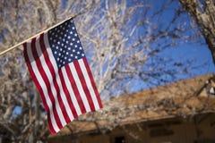 Fliegen der amerikanischen Flagge Stockfoto