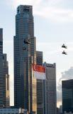 Fliegen der Markierungsfahne in der Stadt Lizenzfreie Stockbilder