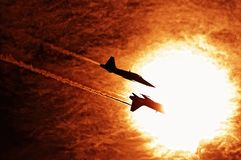 Fliegen in die Sonne Stockfotografie