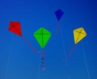 Fliegen eines Drachens Stockfoto