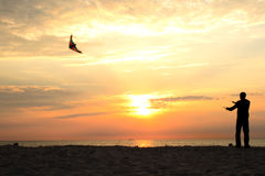 Fliegen eines Drachens Lizenzfreies Stockbild