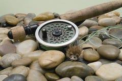 Fliegen-Fischerei-Gerät lizenzfreie stockfotos