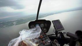 Fliegen in Hubschrauber stock video footage