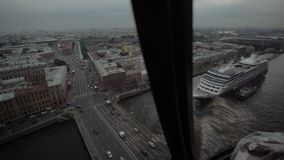 Fliegen in Hubschrauber stock footage