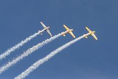 Fliegen mit drei Trainerflugzeugen Saabs 91 Safir akrobatisch Stockfoto