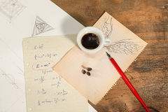 Fliegen mit einem Tasse Kaffee Lizenzfreies Stockbild