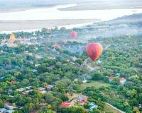 Fliegen Sie einen Ballon Dezember Stockfoto
