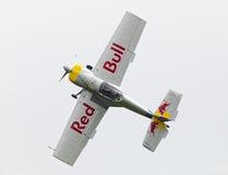 Fliegen-Stier-Kunstfliegen-Team auf dem Airshow Lizenzfreie Stockfotos