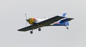 Fliegen-Stier-Kunstfliegen-Team auf dem Airshow Lizenzfreies Stockbild