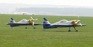 Fliegen-Stier-Kunstfliegen-Team auf dem Airshow Stockfotografie