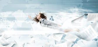 Fliegen Superwoman Lizenzfreie Stockfotos