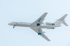 Fliegen Tu-134 von Utair-Firma Stockfotografie
