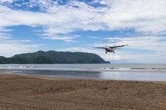 Fliegen zum Strand Lizenzfreies Stockbild