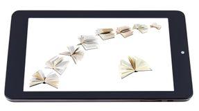 Fliegenbücher auf der Anzeige von Tabletten-PC lokalisiert Stockfotografie