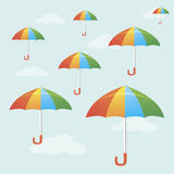 Fliegende bunte Regenschirme Stockfotografie