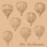 Fliegende Heißluft steigt Retro- Stichskizzen im Ballon auf Lizenzfreies Stockfoto
