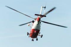 Fliegender Rettungshubschrauber Stockfoto
