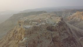 Fliegendes aroun Masada bleibt stock footage