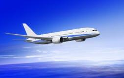 Fliegendes Flugzeug über Wolken Stockbilder