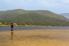 Fliegenfischen-Naturtal stockbilder