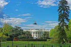 Fliegenhubschrauber über dem Weißen Haus Stockfotos