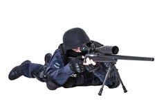 FLIEGENKLATSCHE-Offizier mit Scharfschützegewehr Lizenzfreies Stockfoto